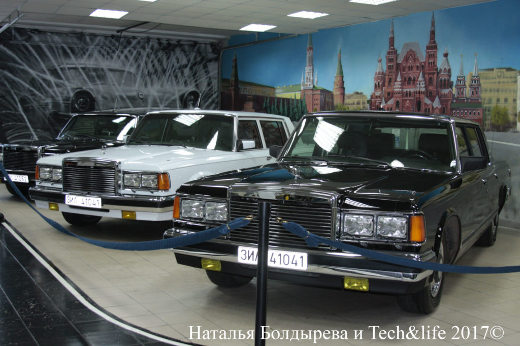 ЗИЛы из семейства ЗИЛ-4104 в экспозиции музея завода ЗИЛ в Москве. Индексы модификаций можно увидеть на табличках, на месте номерных знаков.