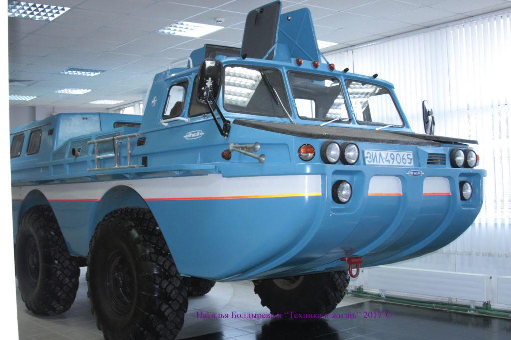 ЗИЛ-49065 - модернизированный вариант ЗИЛ-49061, не пошедший в серию